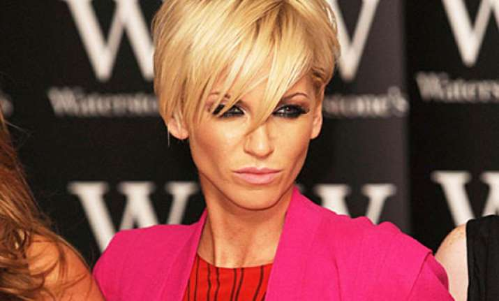 sarah harding mobbed by fans