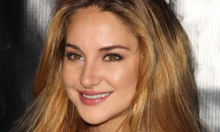 shailene woodley not odd one out