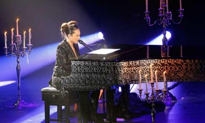 singer alicia keys hosts charity ball