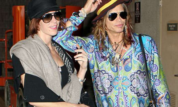steven tyler gets engaged to girlfriend