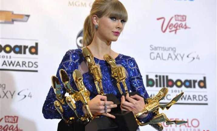 taylor swift leads at billboard music awards