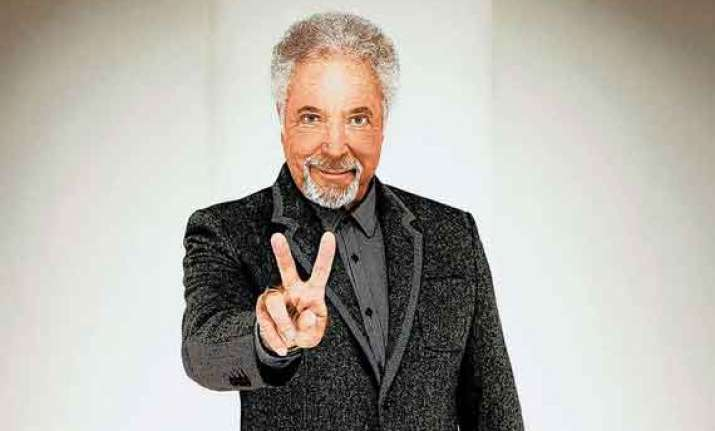 tom jones to quit the voice