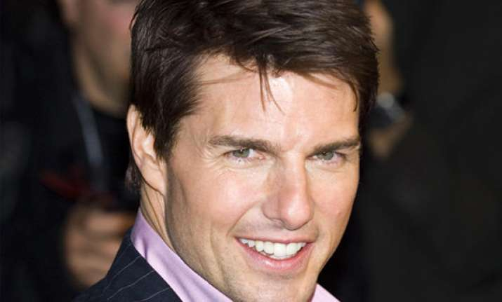 tom cruise rocks out in london for premiere
