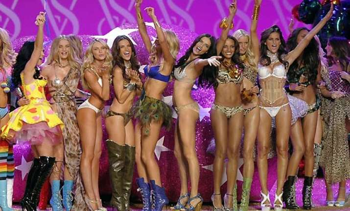 victoria s secret stacks its stage with model moms