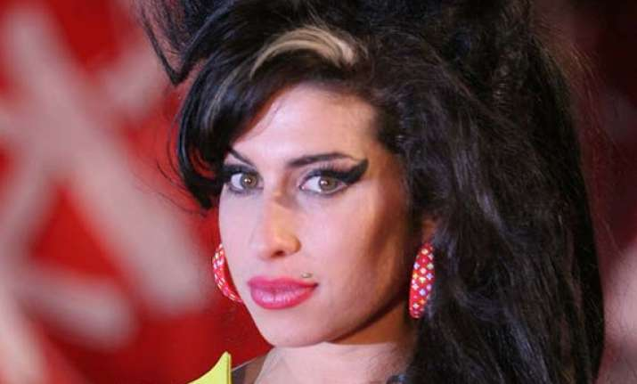 winehouse portrait unveiled in london