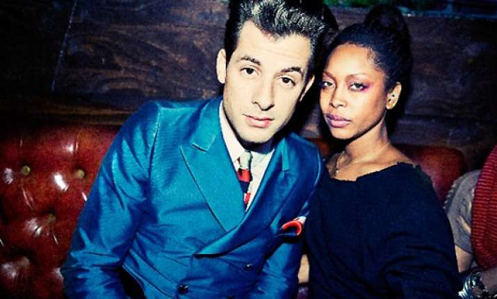 no barriers or genre lines for badu and ronson