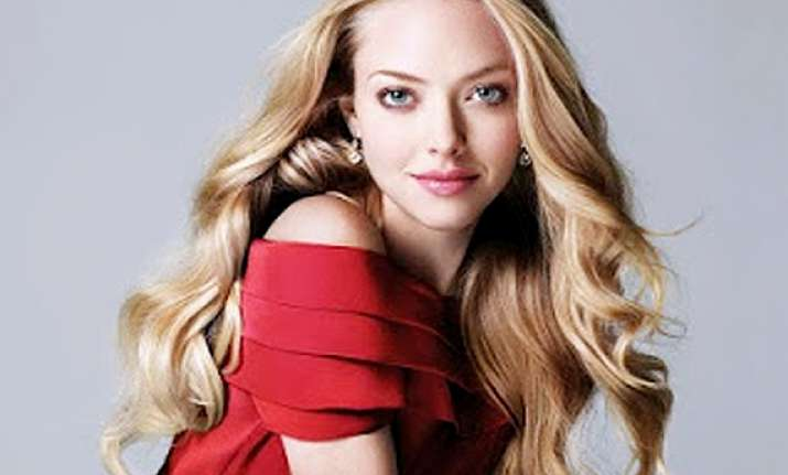 curious case of amanda seyfried follows tweets about herself