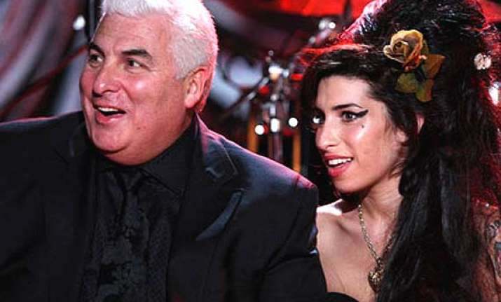 late amy winehouse still speaks to her dad