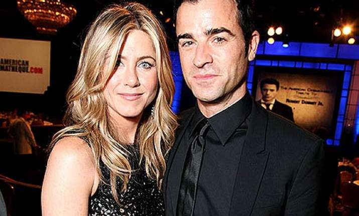 jennifer aniston justin theroux reunite for lunch date