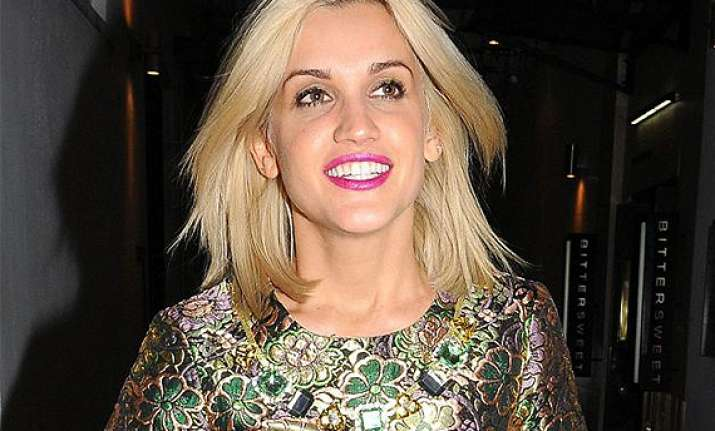 ashley roberts scraps two shows in britain