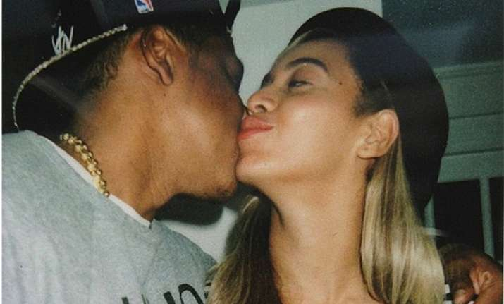 jay z kisses and makes up with beyonce