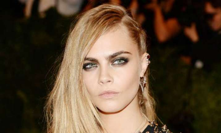 cara delevingne bored of modelling