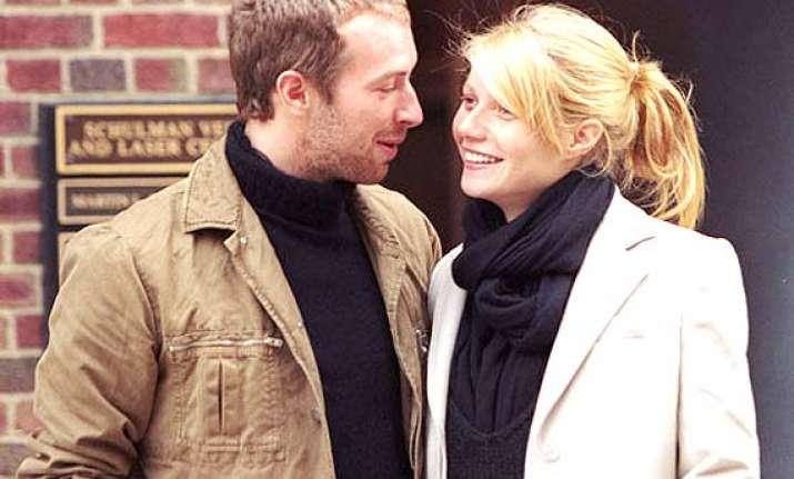 chris martin still loves estranged wife gwyneth paltrow