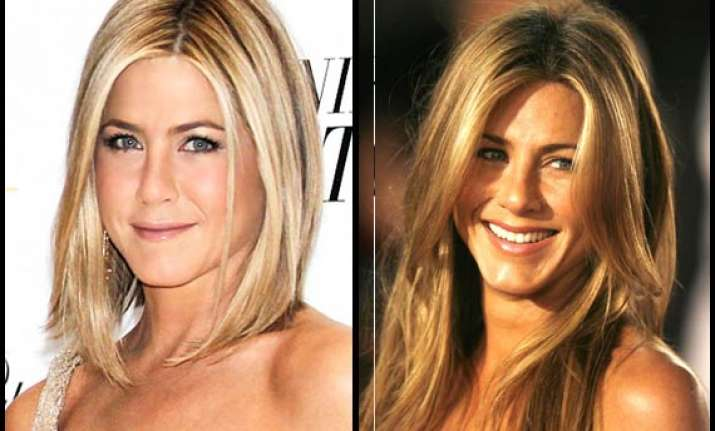jennifer aniston flaunts trademark tresses