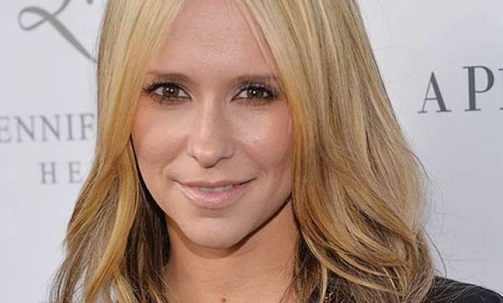 jennifer love hewitt flaunts blonde locks