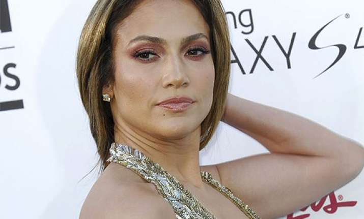 jennifer lopez to receive icon award at billboard music