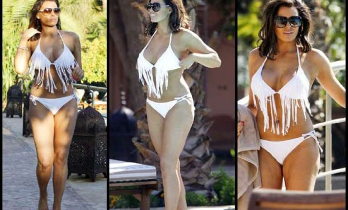 hot jessica wright shows curves in a bizarre bikini see pics