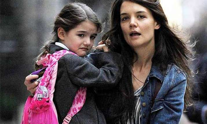 katie holmes offers 1 000 reward for return of daughter