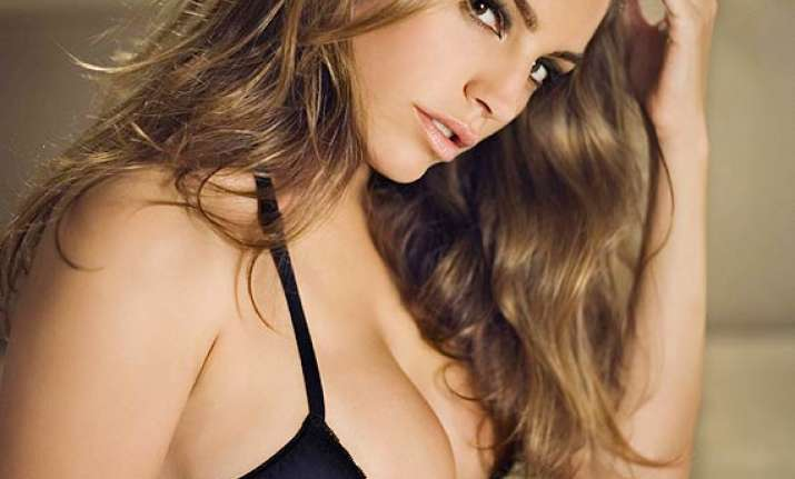 kelly brook likes to be called curvy