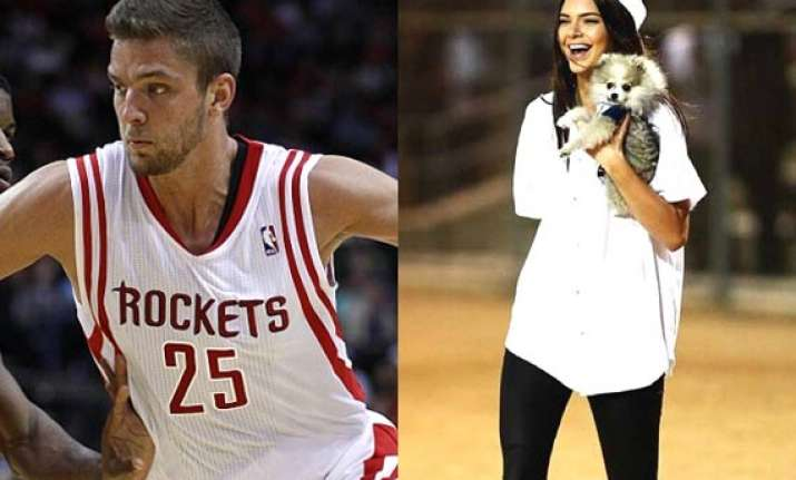 kendall jenner flirts with basketball player