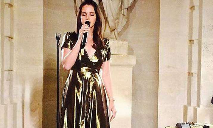 lana del rey performed for free