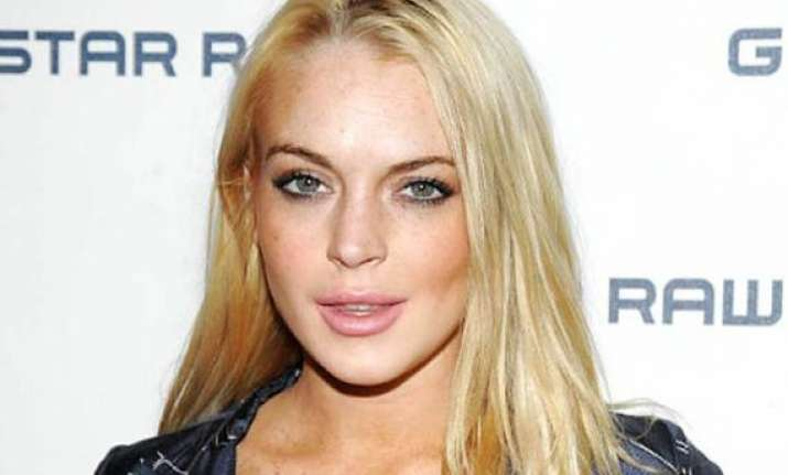 lindsay lohan barred from entering in clubs see pics