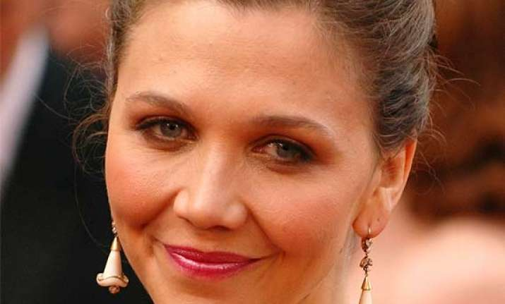 maggie gyllenhaal forced to read about herself