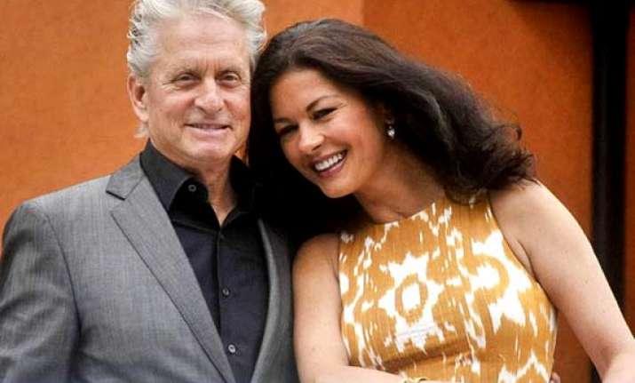 douglas zeta jones to renew wedding vows
