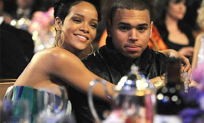 rihanna back in touch with chris brown see pics
