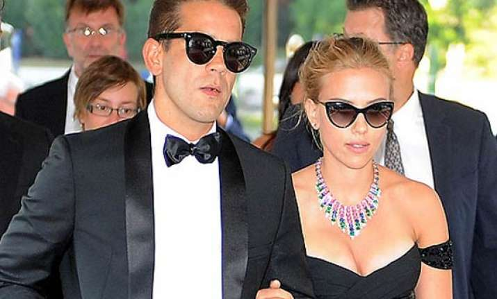 scarlett johansson likely to marry next month