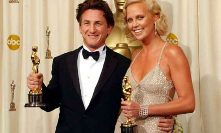 sean penn to officaly propose charlize theron soon