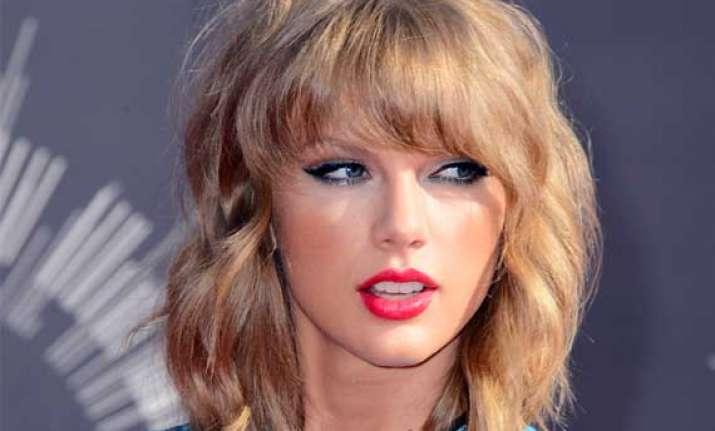 taylor swift prefers female pals says they re reliable