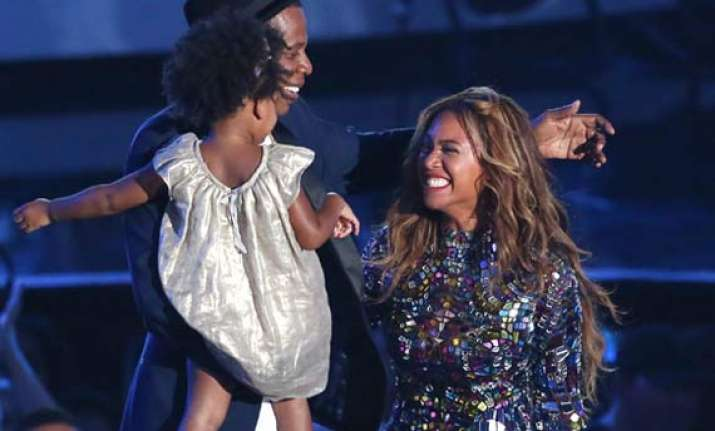mtv music awards jay z and blue ivy join beyonce for