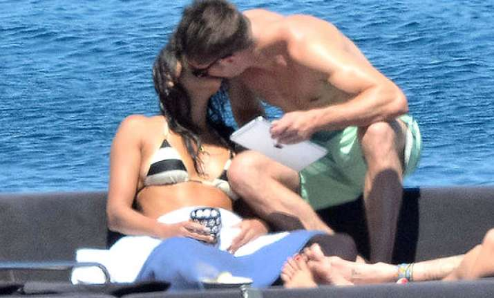 zac efron clicked kissing michelle rodriguez