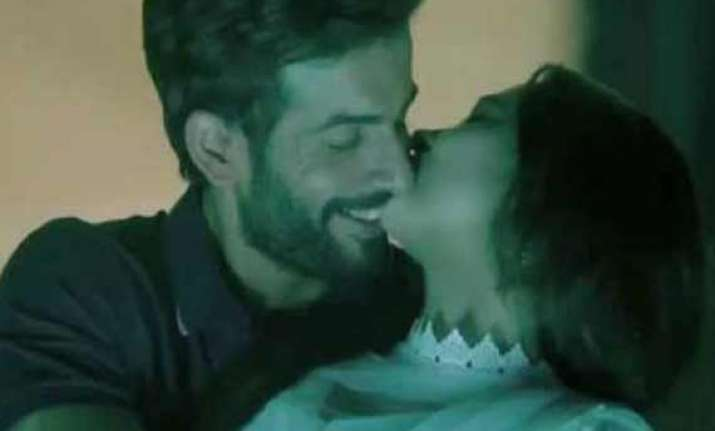 after surveen jay bhanushali gets cosy with sasha agha in
