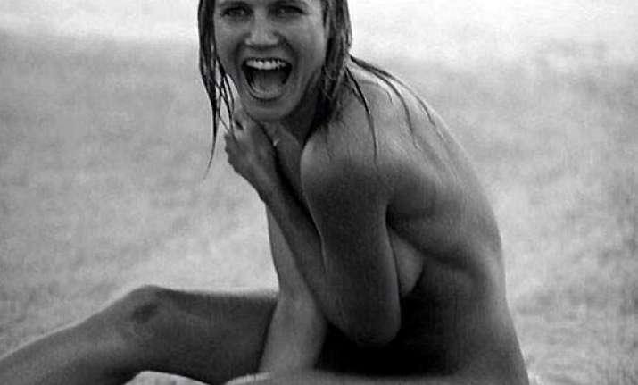 heidi klum goes nude on beach with beau