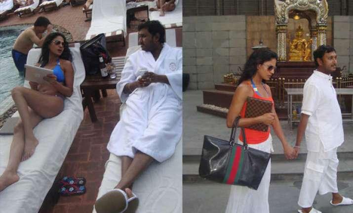 veena malik seen with hemant madhukar again