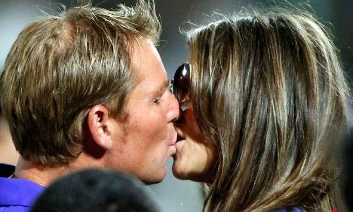 hours after royal kiss shane liz kiss in jaipur