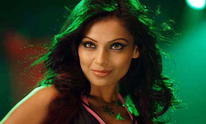 i am loving it says bipasha on her single status