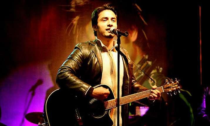 i m dying to perform in india says pak singer ali zafar