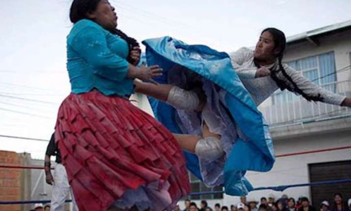 bolivian women wrestle for money