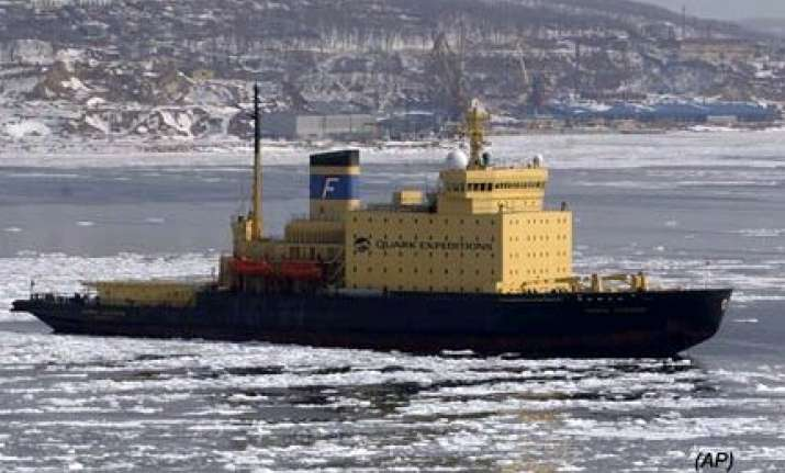 ship with 100 tourists stuck in antarctic ice