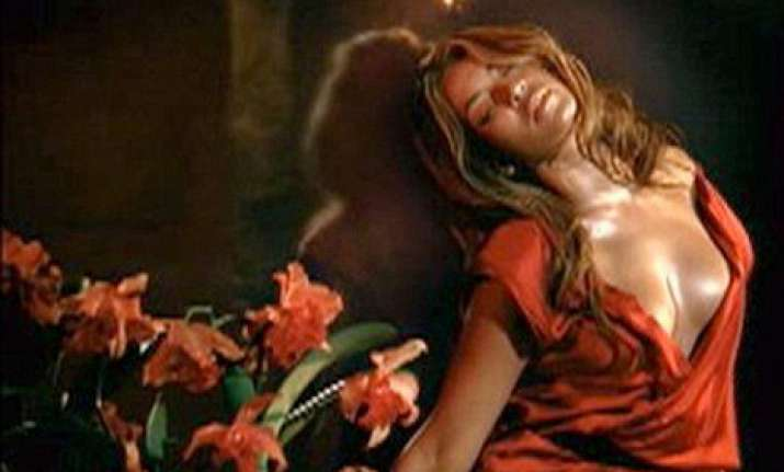 beyonce s sexy perfume ad removed from daytime tv in britain
