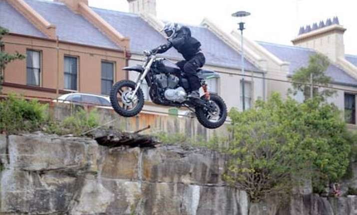 man jumps world record 187 ft on a motorbike