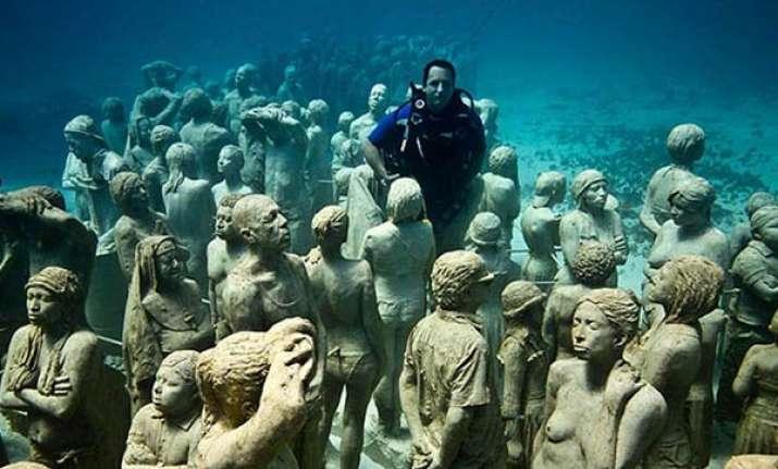 british artist creates museum of underwater art off mexico