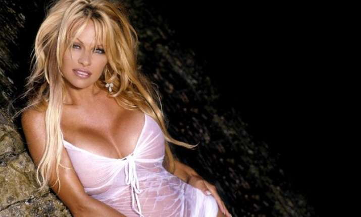 10 hottest pics of pamela anderson the oldest women to