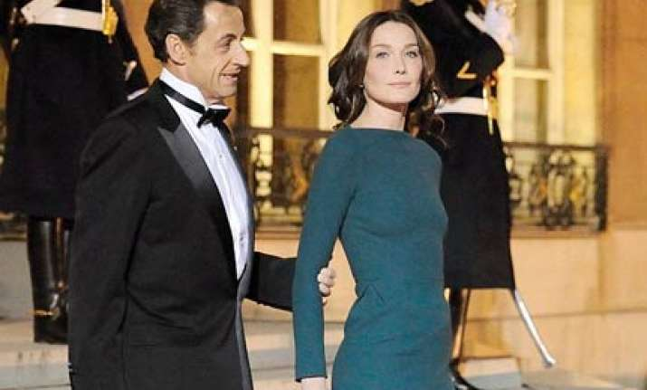 carla bruni welcomes russian president in a tight dress