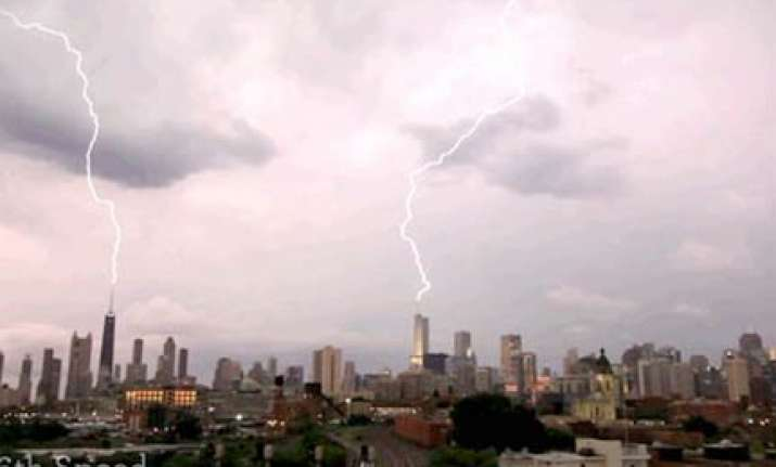 lightning strikes 3 tall buildings in chicago at the same