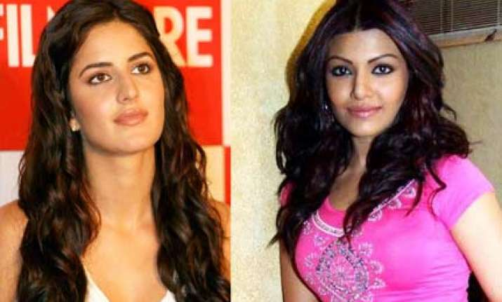 how bollywood stars coped with storm phyan
