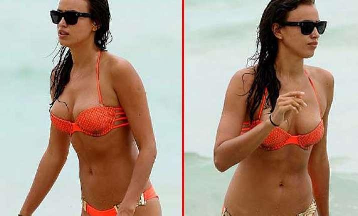 irina shayk flaunts her curves on miami beach view pics